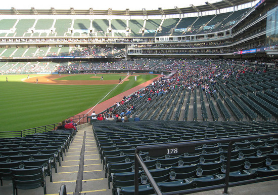 empty_seats_during_game-thumb-550x385-20109711